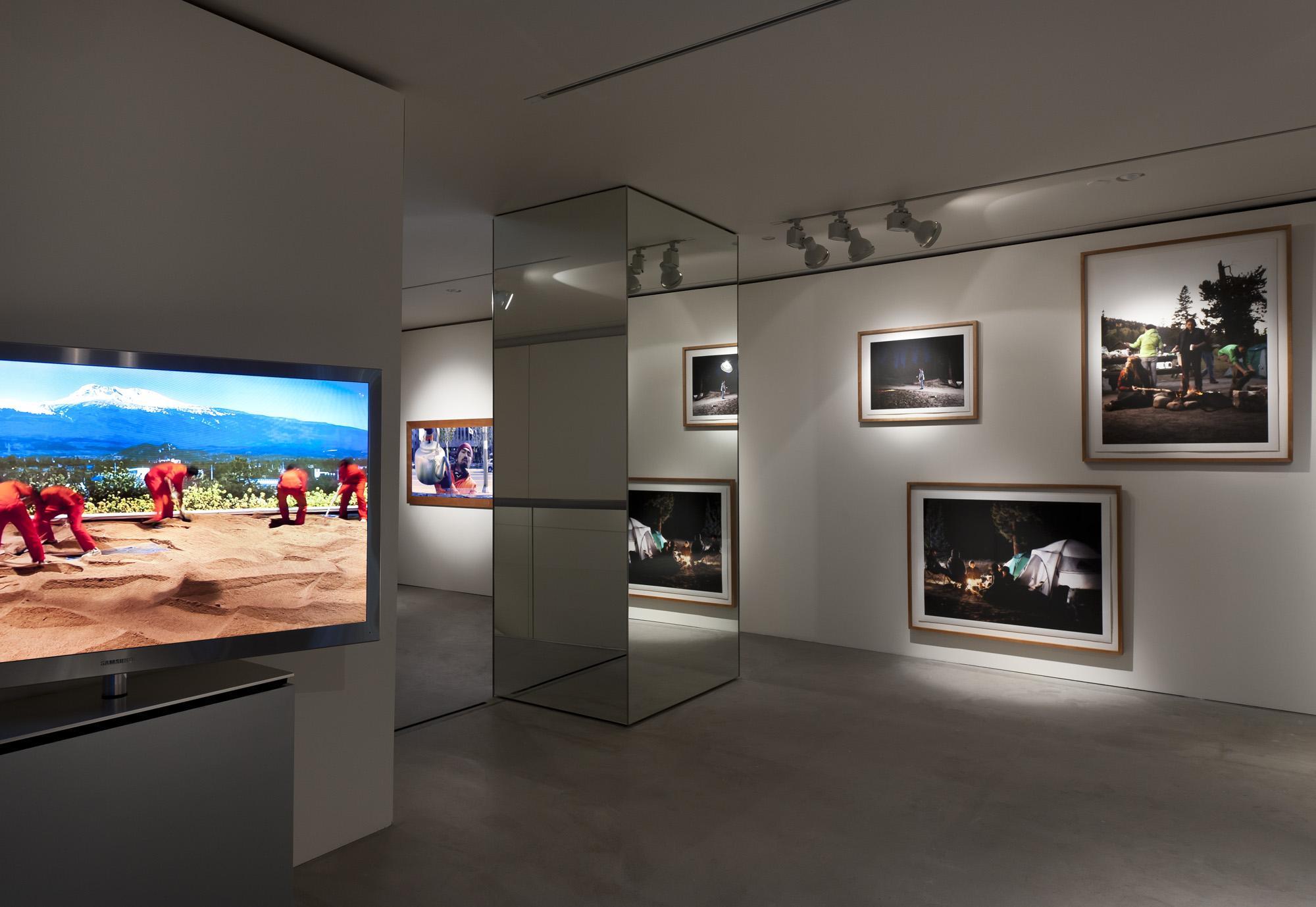 Exhibition D View : Exhibitions vides une rétrospective yves klein