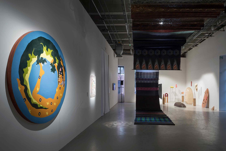Les mains sans sommeil, exhibition view (Lucie Picandet, Célia Gondol, Io Burgard), 2017 © Tadzio